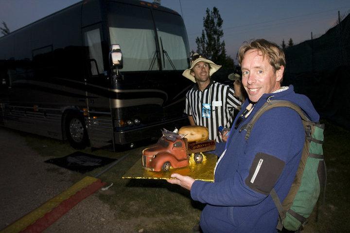 Panic cake-tour bus